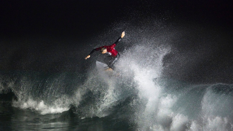 How to stay prepared for night surfing